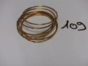 7 bracelets joncs ouvragés en or (diamètre 6,5cm). PB 70,4g