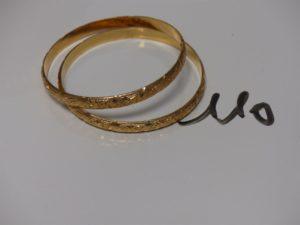 2 bracelets rigides ouvragés en or (diamètre 6,5cm). PB 22,8g