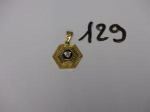 1 pendentif style Versace en or. PB 8,6g