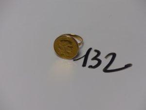 1 bague en or serti-griffes 1 pièce de 20frs (td57). PB 11,7g