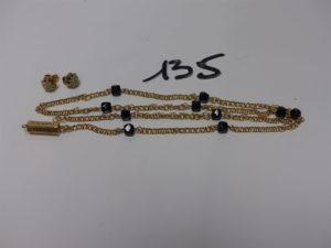1 collier maille torsadée en or et orné de pierres noires (cassé à réparer, L54cm) et 1 paire de boucles or ornées d'un petit diamant. PB 12g