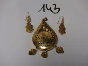 1 pendentif meskia cabossé en or (H6cm) et 2 pendants en or. PB 19,2g