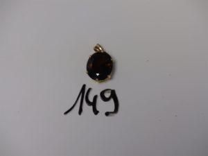 1 pendentif monture or serti-griffes une pierre ambrée (diamètre 1,5/2cm).PB 8,6g