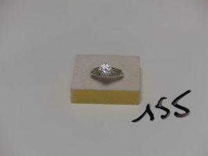 1 bague en or ornée de pierre blanches (td57). PB 4,2g