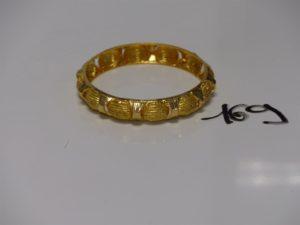 1 bracelet rigide ciselé en or 21K (dimaètre 6cm). PB 16,9g