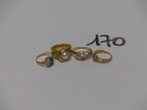 4 bagues en or (1 ornée d'une demie-perle td52, 1 manque pierres td53, 1 ornée de pierres td48 et 1 motif central en coeur td52). PB 11,1g