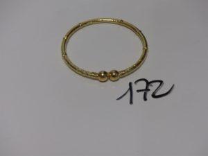 1 bracelet rigide creux et ouvragé en or (dimaètre 6,5cm). PB 13,6g