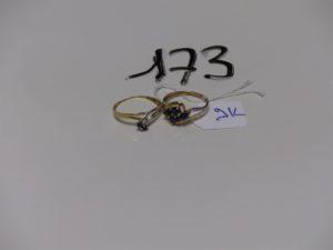 1 bague en or ornée de petites pierres (td55) PB 1g + 1 bague en alliage 9k ornée de petites pierres (td52) PB 1g. Le tout 2g