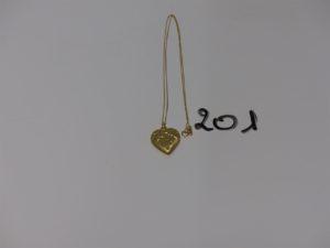 1 chaîne maille forçat (L44cm) et 1 pendentif coeur à décor de petites étoiles. Le tout en or PB 3g