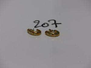 1 Paire de boucles en alliage 14K ornées de petits diamants. PB 5g
