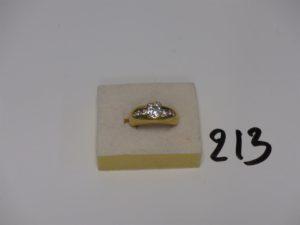 1 bague en or ornée d'un diamant central d'environ 0,90ct épaulé de 6 petits diamants (td51). PB 9,2g