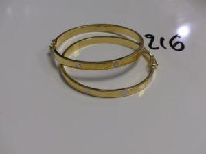 2 Bracelets rigides creux et ouvrants, en or et à décor de vis (diamètre 5,5/6cm). PB 16,6g
