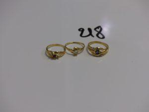 3 bagues en or ornées de petites pierres (2td53 et 1td57). PB 6,6g