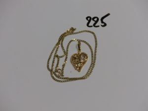 1 chaîne maille plate (L52cm) et 1 pendentif floral orné de 3 petites pierres. Le tout en or PB 6,8g