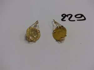 1 paire de pendants en or (attaches en 14K et motif central en 22k). PB 7,7g