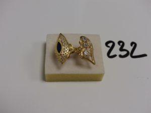 2 bagues en or (1 ornée deune pierre noire td57 et 1 ornée de 3 pierres td58). PB 6,8g