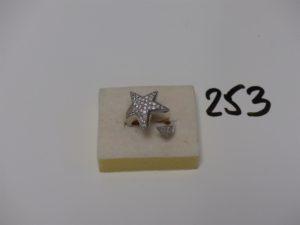 1 bague en or motif central à décor d'une étoile ornée d'un pavage de diamants (td53). PB 8,4g