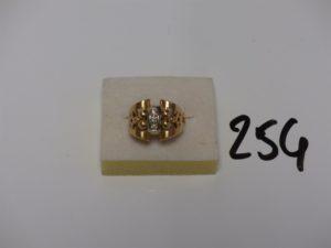 1 bague monture ouvragée en or motif central orné de 3 petits diamants (td51). PB 7,3g