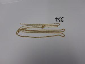 2 chaînes cassées (1 maille torsadée et 1 maille corde) et 1 pendentif à décor d'un papillon orné de petites pierres. Le tout en or PB 10,5g