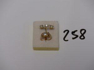 1 bague ornée d'une pierre bleue ciel (td50) et 1 alliance jarretière sertie rails 7 diamants (environ 0,70ct le tout, td53). Le tout en or PB 4,9g