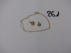 1 chaîne fine maille forçat (L44cm), 1 pendentif coeur et 1 pendentif à décor d'un dé à jouer. Le tout en or PB 4,1g