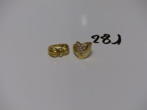 2 bagues en or (1 ornée de petites pierres td57 et 1 motif central en forme de noeud td52). PB 9,3g