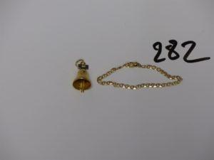 1 bracelet maille marine (L12cm) et 1 pendentif en forme de cloche. Le tout en or PB 7,5g