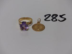1 pendentif ouvragé et 1 bague rehaussée d'une pierre violette (td57). PB 8,3g