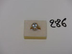 1 bague en or rehaussée d'une pierre bleue ciel (td58). PB 3,2g