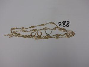1 Sautoir à motifs filigranés (L90cm) en or, 1 paire de créoles ciselée en or et 1 bague or et platine ornée d'un petit diamant (td54). PB 27,2g