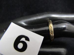 1 Alliance en or ciselée (TD 55). PB 2,8g