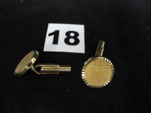 2 Boutons de manchettes motif disque en or (Diam 1,5cm). PB 10,2g