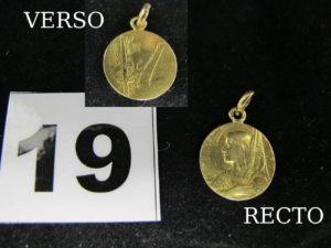 1 Médaille de Jeanne d'Arc ( Diam 1,4cm) en or. PB 2,3g