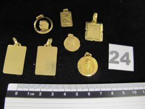 Lot casse; 2 plaques portrait, 1 medaille ange, 3 de la vierge et 1 du Christ. Le tout en or. PB 15,8g