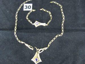 1 Collier articulé cassé avec élement central orné de pierres (L 44cm)et 1 bracelet articulé avec élement central orné de pierres (L 19cm fermoir cassée). Le tot en or. PB 16,4g