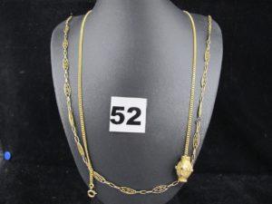 1 Chaine en alliage 375/1000 ( 9k)(L 53cm manque un maillon. PB 4,6g et 1 chainemaille gourmette en or avec element coincé orné de petites pierres en cabochon elimées (L 47cm). PB 13,8g