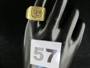 "1 Bague en or chevaliere gravée ""SB"" ( TD 64). PB 23,3"