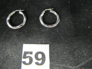2 Boucles creoles en or gris (Diam 1,5cm). PB 1,9g