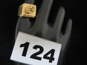 "1 Chevaliere en or gravée ""AS"" (TD 63). PB 6,6g"