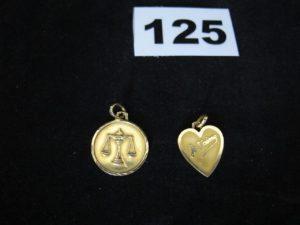 1 Medaille d'amour et 1 du signe balance. Le tout en or. PB 3,5g