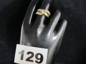 1 Bague en or ornée de petites pierres (TD 54). PB 4,4g