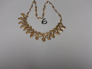 1 collier draperie en or à décor de fraises (L36cm). PB 21,4g
