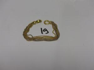 1 bracelet en or orné de 7 chaînes bicolore et à décor de petites boules (fermoir style menottes, L19cm). PB 24,7g