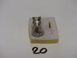 1 bague en or motif central à tête de panthère dont la gueule et le collier sont sertis de diamants (td 60). PB 25g