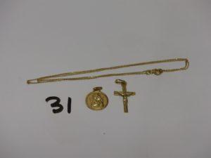 1 chaîne fine maille gourmette, 1 petite croix et 1 médaille. Le tout en or 3,3g