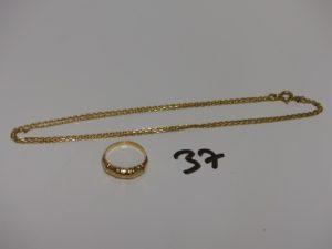 1 chaîne fine maille forçat (L55cm) et 1 bague motif central ciselé (td49). Le tout en or PB 6g