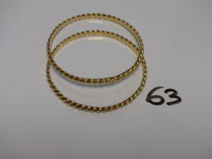 2 bracelets rigides torsadés en or (diamètre 6,5cm). PB 49,4g