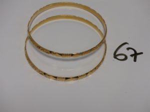 2 bracelets rigides ouvragés en or (diamètre 6,5cm). PB 29,2g