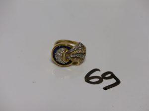1 bague en or ornée de pierres bleues et blanches (td58). PB 8g