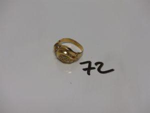 1 bague en or monture à redresser et ornée de petites pierres (1 chaton vide, td62). PB 3,8g